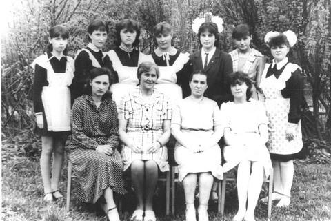 Педагоги и выпускники детской музыкальной школы. Тоншаево 1985 год