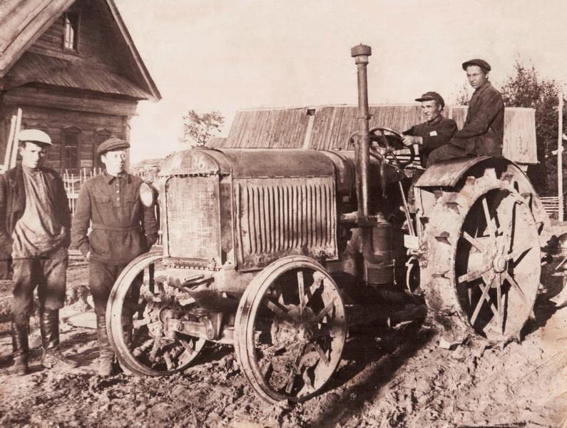 Трактор Тоншаевской МТС на выезде, 30-е годы ХХ века